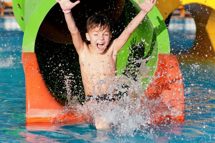 10 Tolle Wasserspiele Für Kinder Im Sommer